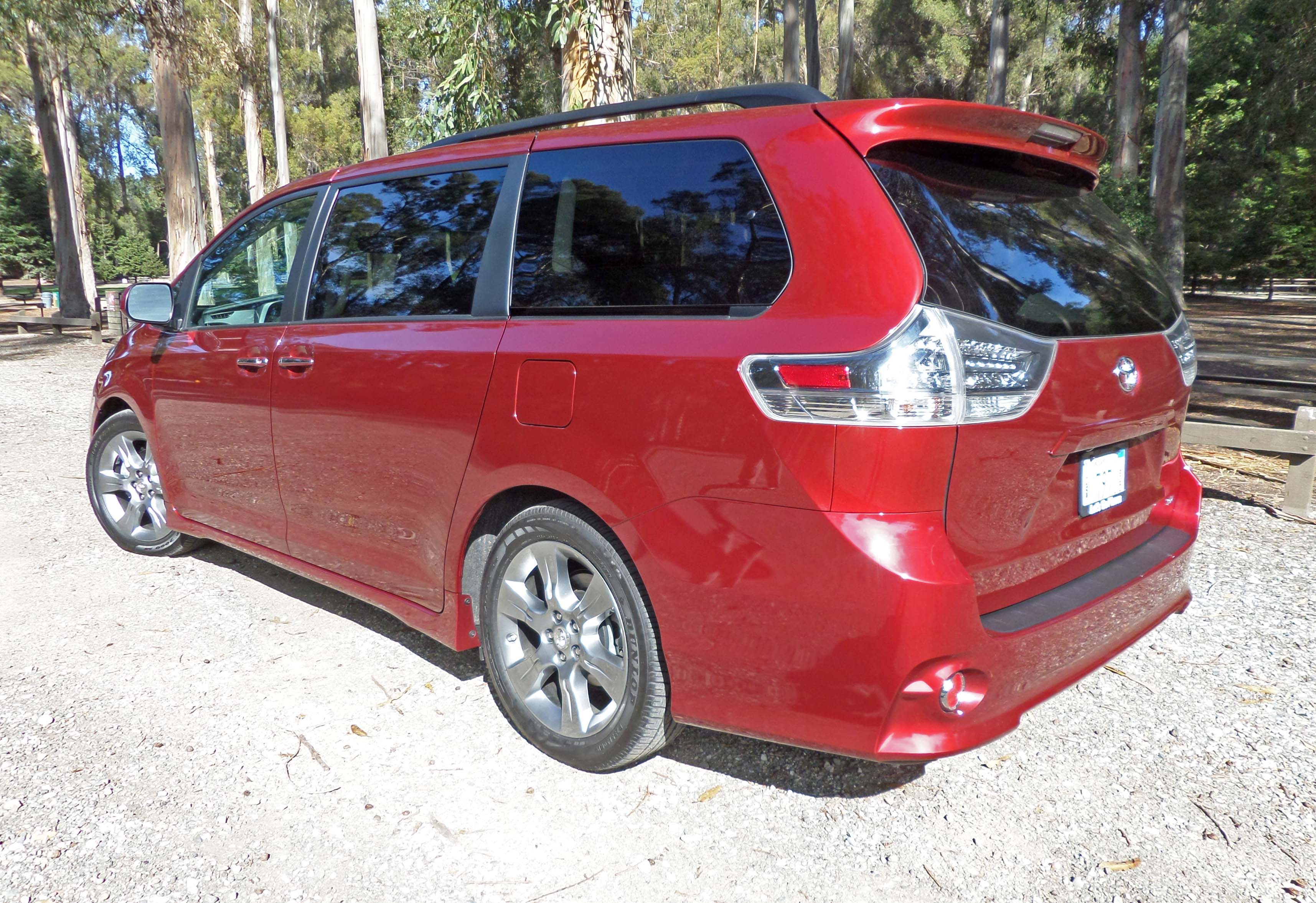 2015 toyota sienna se minivan test drive our auto expert. Black Bedroom Furniture Sets. Home Design Ideas