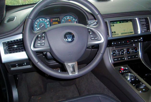 2015 Jaguar XF 3.0 AWD dash