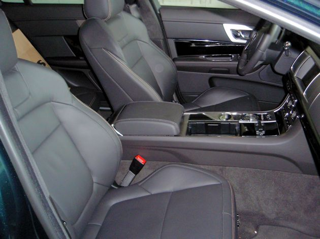 2015 Jaguar XF 3.0 AWD interior