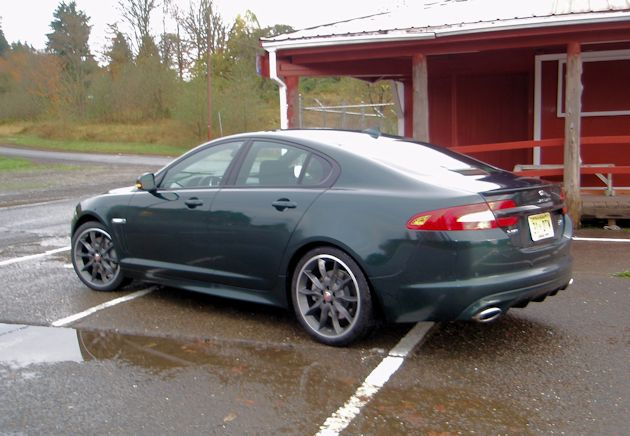 2015 Jaguar XF 3.0 AWD rear q