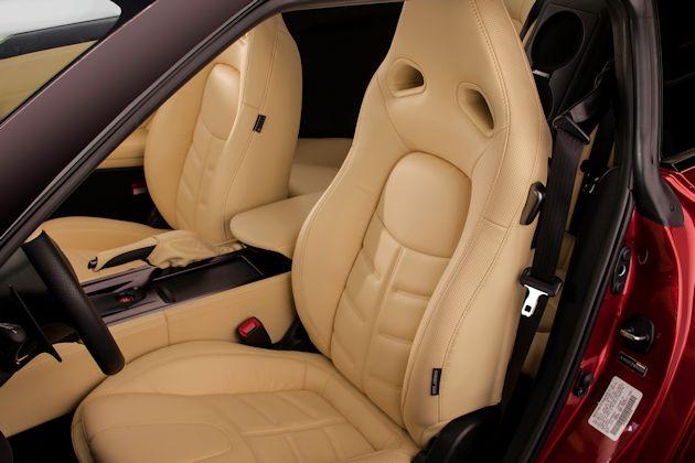 2015 Nissan GT-R seats