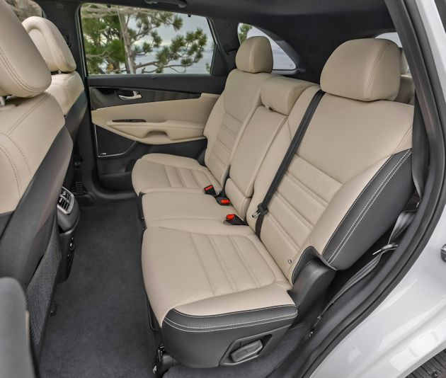 2016 Kia Sorrento rear seat