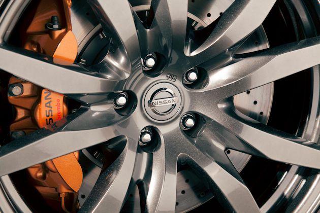 2720 Nissan GT-R brakes-wheel