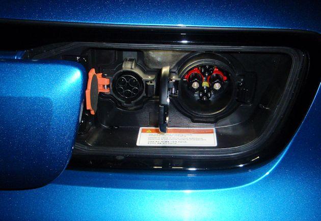 2015 Kia Soul EV charge ports