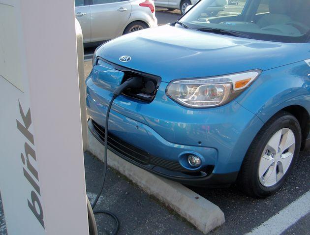 2015 Kia Soul EV charging 2