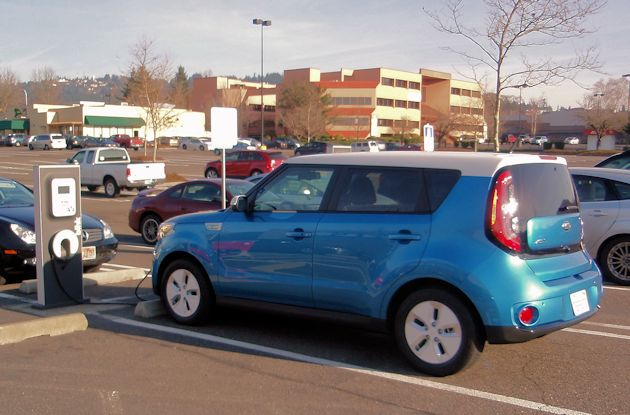 2015 Kia Soul EV charging