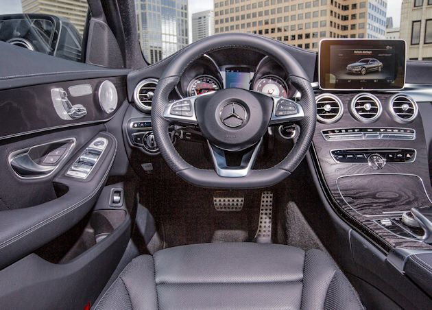 2015 Mercedes-Benz C400 dash