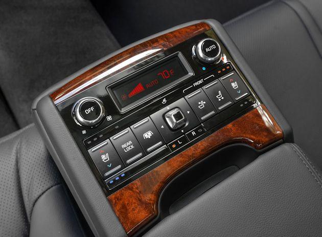 2015 Kia K900 rear controls