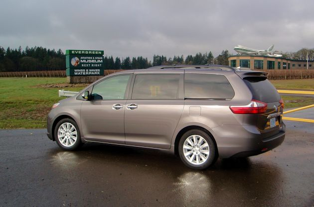 2015 toyota sienna limited test drive our auto expert. Black Bedroom Furniture Sets. Home Design Ideas