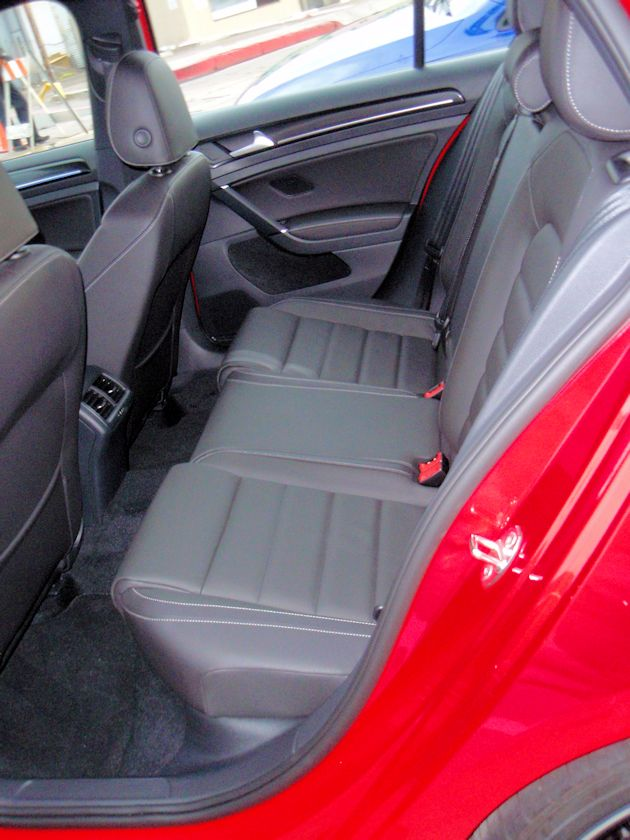 2015 Volkswagen Golf R rear seat