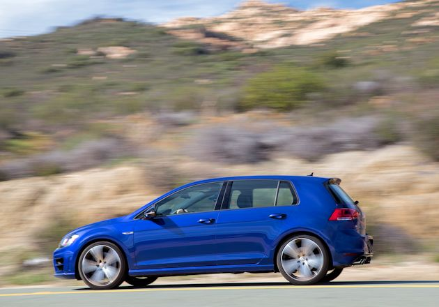 2015 Volkswagen Golf R side