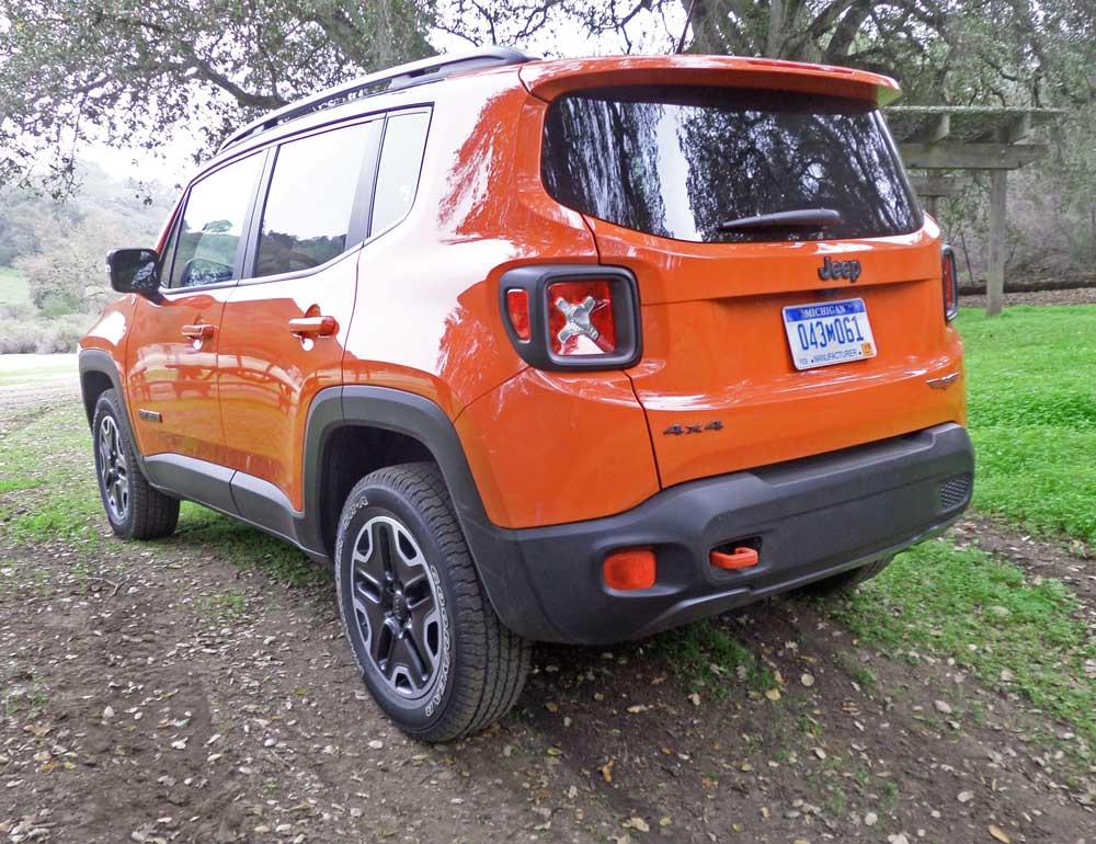 2015 jeep renegade trailhawk test drive our auto expert. Black Bedroom Furniture Sets. Home Design Ideas