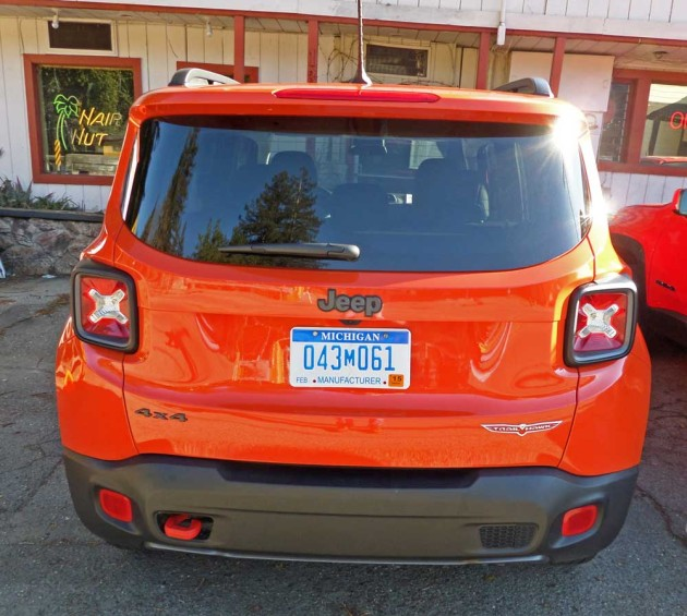 Jeep-Renegade-Trailhawk-Tail