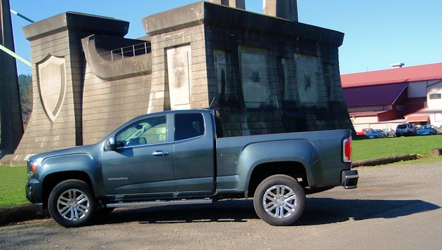 2015 GMC Canyon side