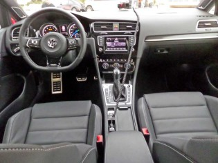 VW-Golf-R-Dsh