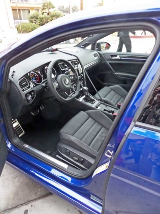 VW-Golf-R-Int