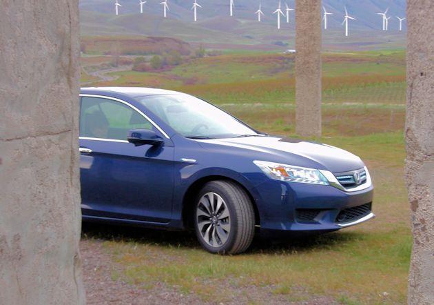 2015 Honda Accord Hybrid front peak