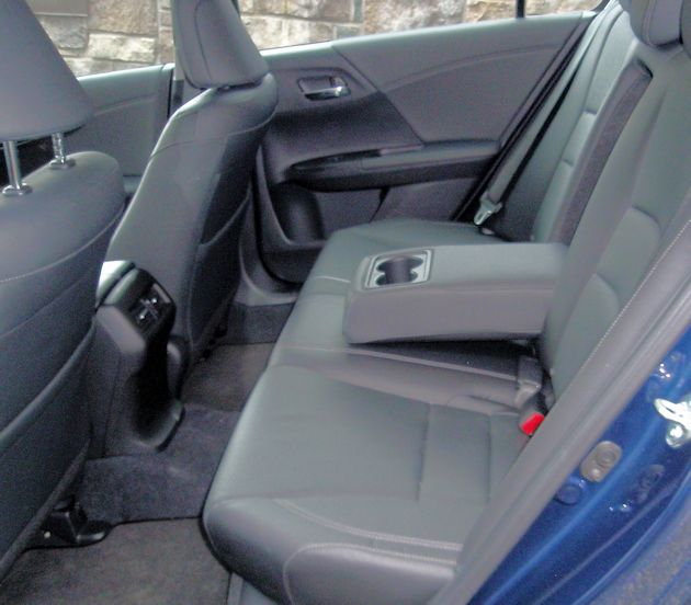 2015 Honda Accord Hybrid rear seat