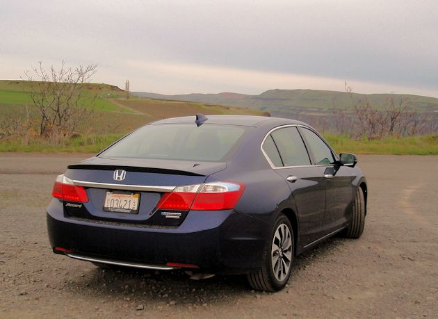 2015 Honda Accord Hybrid rear