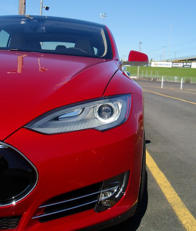 2015 Tesla S P85D front corner