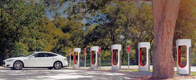 2015 Tesla S P85D supercharger
