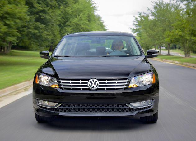 2015 Volkswagen Passat front 1