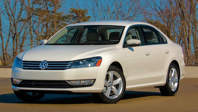 2015 Volkswagen Passat front q