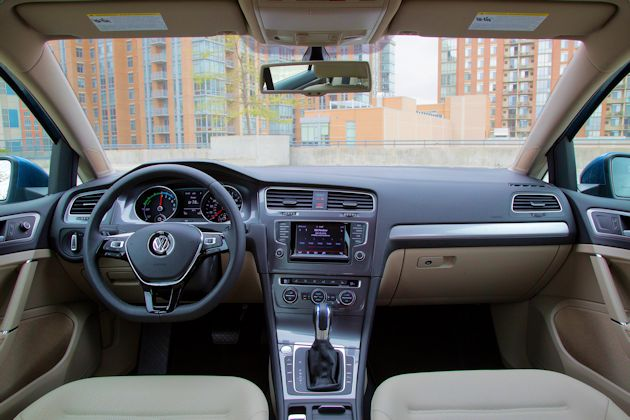 2015 Volkswagen eGolf dash