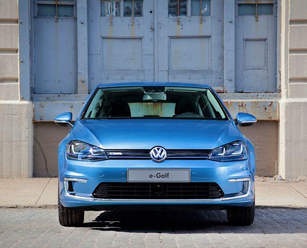 2015 Volkswagen eGolf front 1