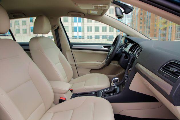 2015 Volkswagen eGolf interior