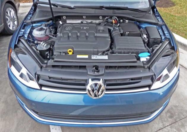 VW-Golf-SportWagen-Eng