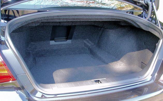 2015 Infiniti Q70L trunk