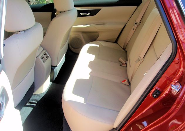2015 Nissan Altima rear seat