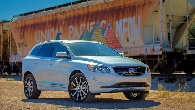 2015 Volvo XC60 T6 AWD front q 3