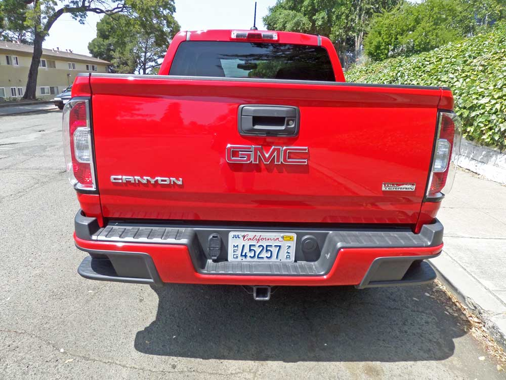 2015 gmc canyon 4wd crew cab short bed all terrain test drive our auto expert. Black Bedroom Furniture Sets. Home Design Ideas