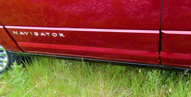 2015 Lincoln Navigator running board hidden