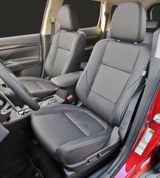 2016 Mitsubishi Outlander interior 2
