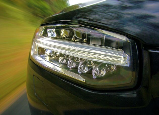 2016 Volvo XC90 headlight