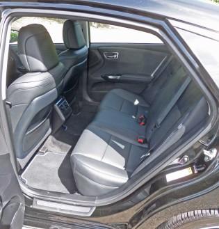 Toyota-Avalon-XLE-Trg-Spt-RInt