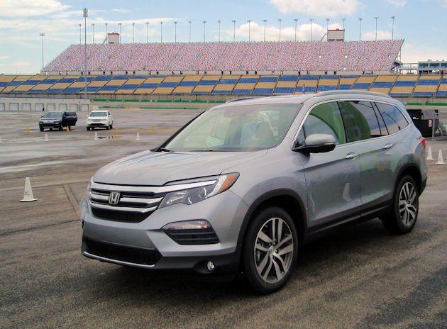 2016 Honda Pilot front