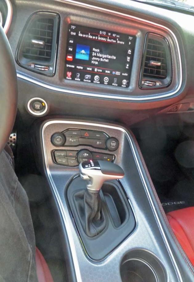 Dodge-Challenger-SXT-Plus-Cnsl