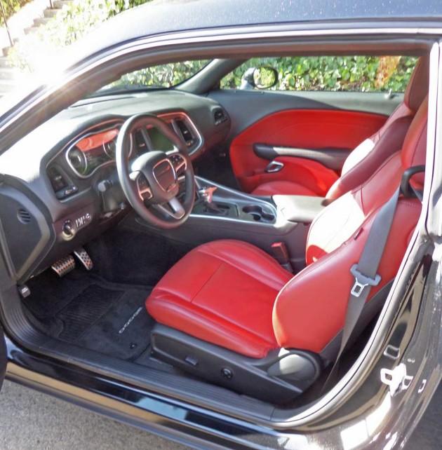 Dodge-Challenger-SXT-Plus-Int