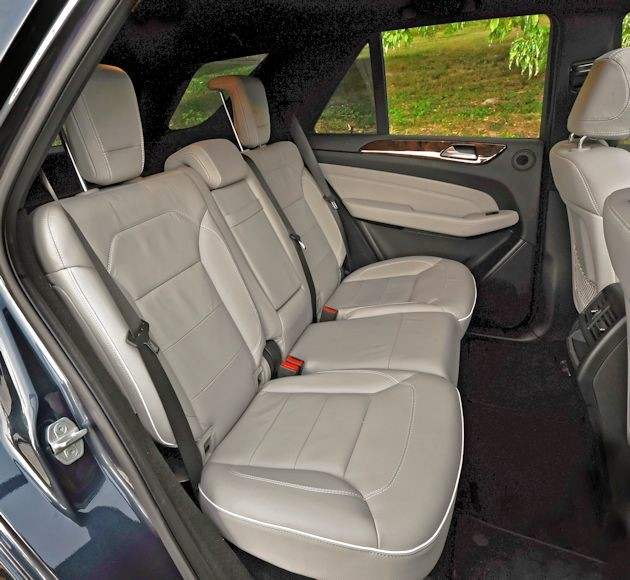 2015 Mercedes-Benz ML rear seat