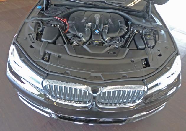 BMW 750i xDrive Eng