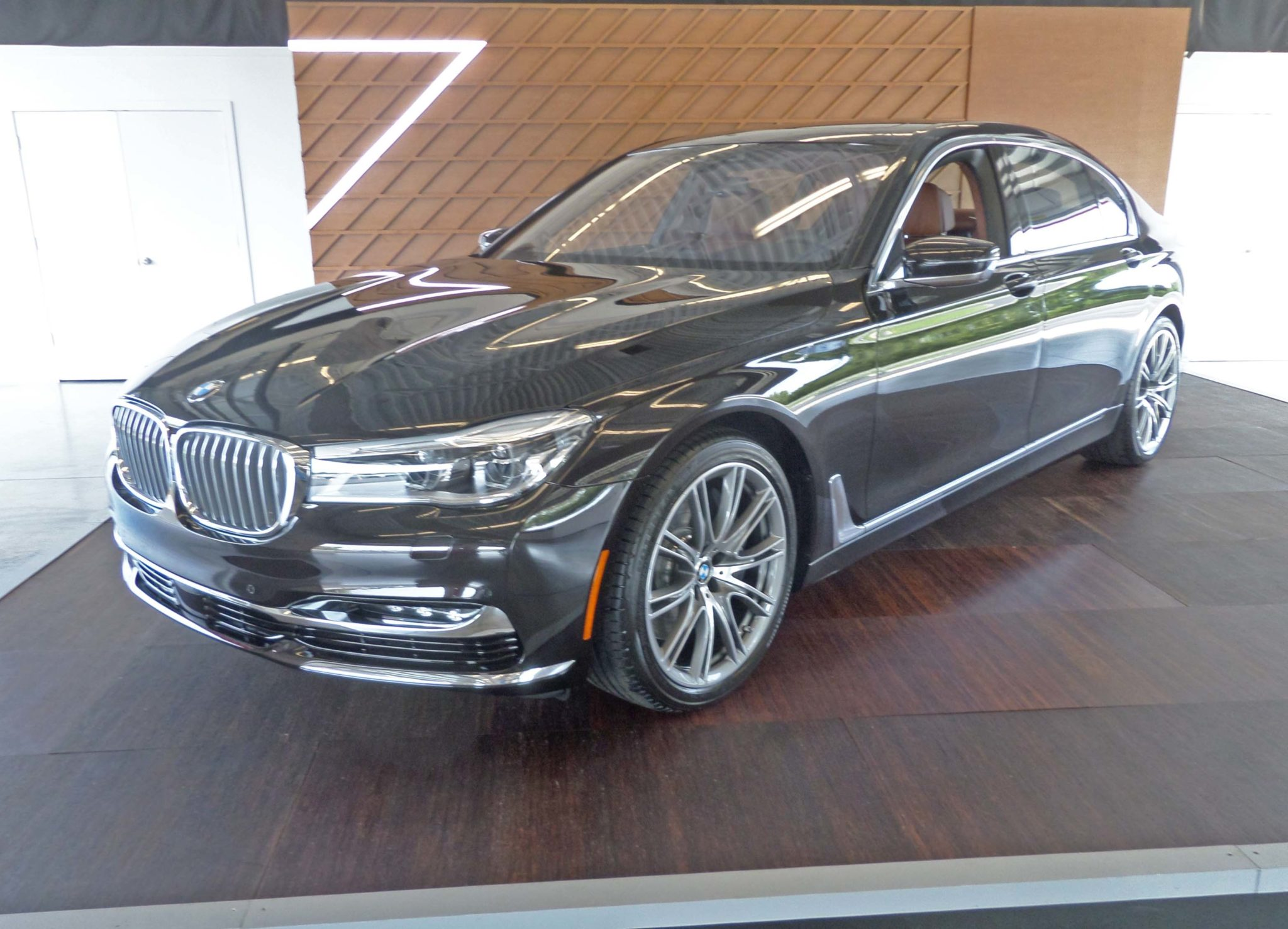 2016 bmw 750i xdrive test drive our auto expert. Black Bedroom Furniture Sets. Home Design Ideas