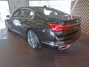 BMW 750i xDrive LSR