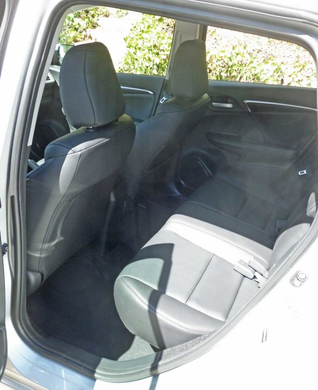 Honda-Fit-EX-L-Navi-RInt