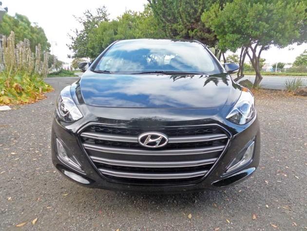 Hyundai-Elantra-GT-Nose