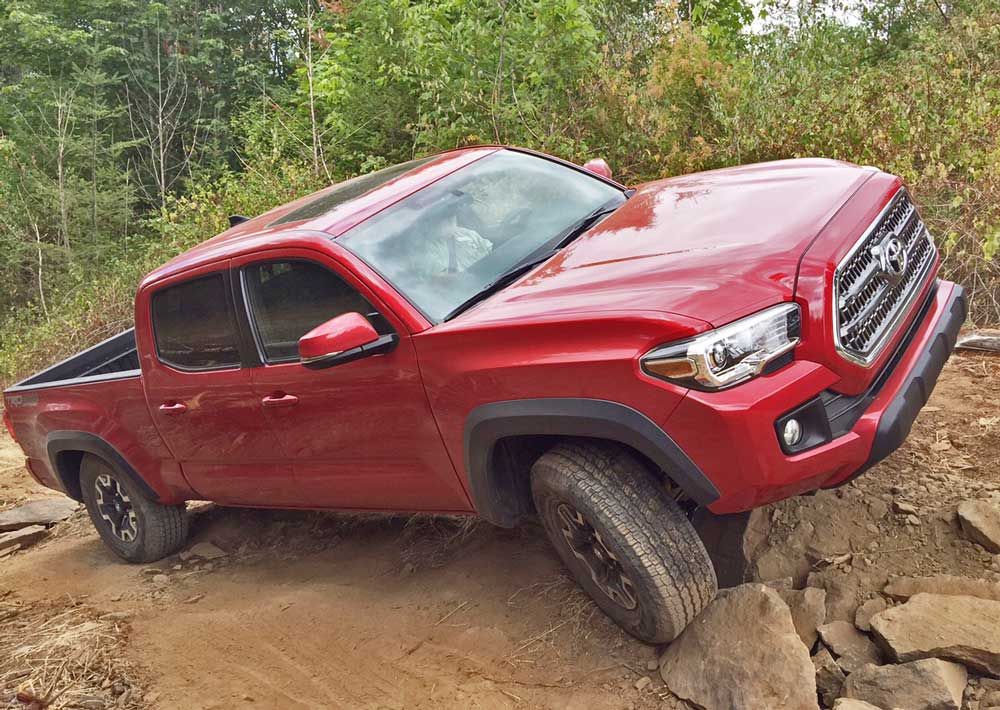 2016 toyota tacoma sr5 double cab v6 4 4 test drive our auto expert. Black Bedroom Furniture Sets. Home Design Ideas