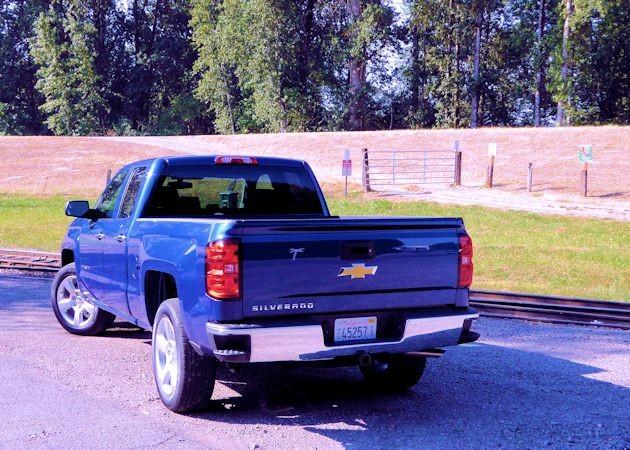 2015 Chevrolet Silverado rear